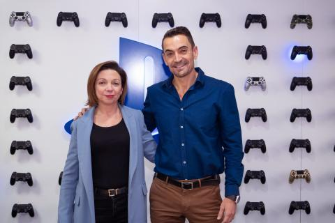 Liliana Laporte, directora general de Sony Interactive Entertainment (SIE) Iberia, junto a Manuel del Campo, CEO de Axel Springer España.