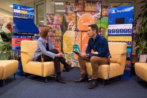 Liliana Laporte, directora general de Sony Interactive Entertainment (SIE) Iberia, durante la charla con Manuel del Campo, CEO de Axel Springer España..