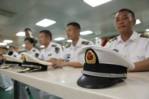 Estudiar para ser capitán de barco.