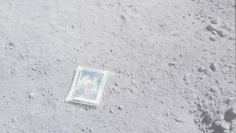 Foto astronauta Charles Duke en la Luna