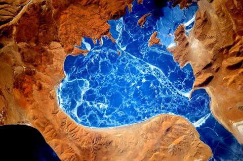 """El astronauta Scott Kelly publicó esta foto en Twitter con el subtítulo: """"¡Lago helado en el #Himalaya! #UnAñoEnElEspacio"""". 6 de enero de 2016."""