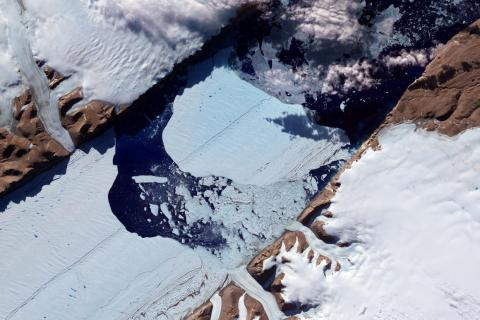En julio de 2012, una enorme isla de hielo se liberó del glaciar Petermann en el noroeste de Groenlandia.