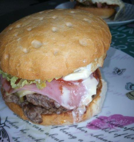 Hamburguesa de Burger Dino en Cáceres.
