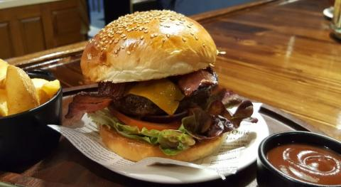 Hamburguesa de More Than Burgers.