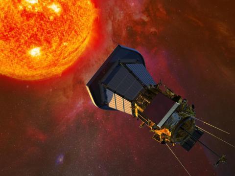 Ilustración de la sonda Parker de la NASA mientras vuela hacia el Sol.