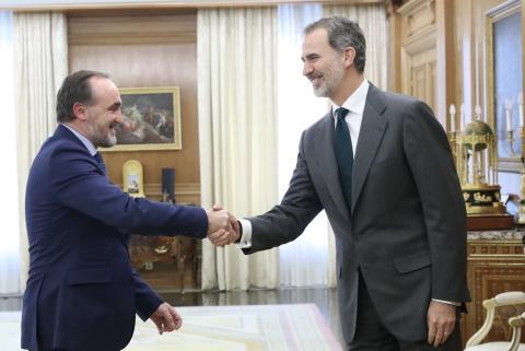 Javier Esparza, de UPN, con el rey.