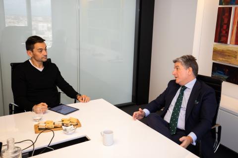 Juan Pedro Moreno, presidente de Accenture en España, Portugal e Israel (dcha) y Manuel del Campo, CEO de Axel Springer España (izq)