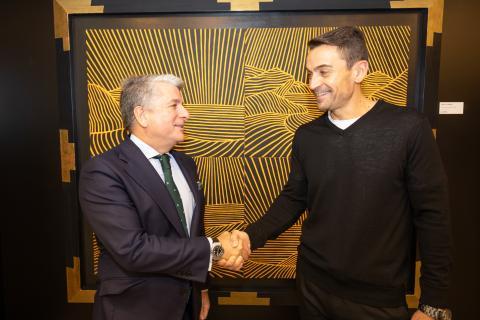 Juan Pedro Moreno, presidente de Accenture en España, Portugal e Israel (izq) y Manuel del Campo, CEO de Axel Springer España (dcha)