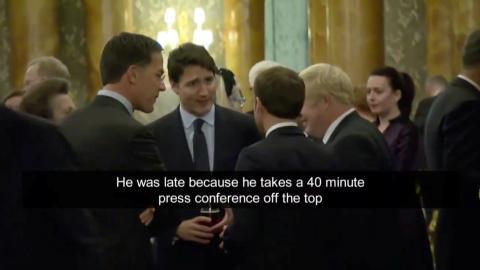 Justin Trudeau, Emmanuel Macron, Boris Johnson y Mark Rutte charlan durante la cumbre de la OTAN