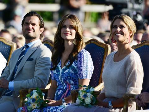 Los hijos del príncipe Carl Philip (izquierda) y su esposa, Sofía (centro), y los hijos de la princesa Madeleine (derecha) perdieron sus títulos reales.