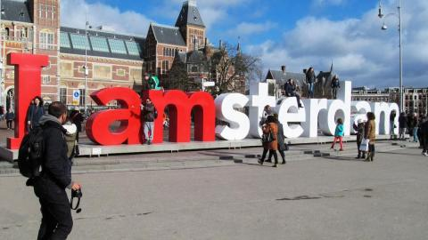 The iconic I amsterdam sign back in its glory days.