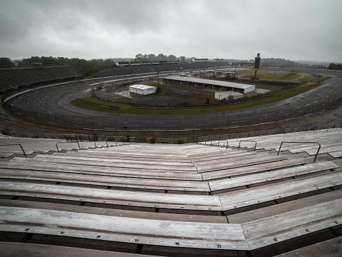 """El ahora abandonado """"North Wilkesboro Speedway"""" en Carolina del Norte."""