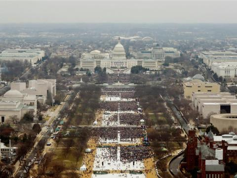 Asistentes a las ceremonias de inauguración para jurar el cargo de Donald Trump como el 45º presidente de los Estados Unidos.