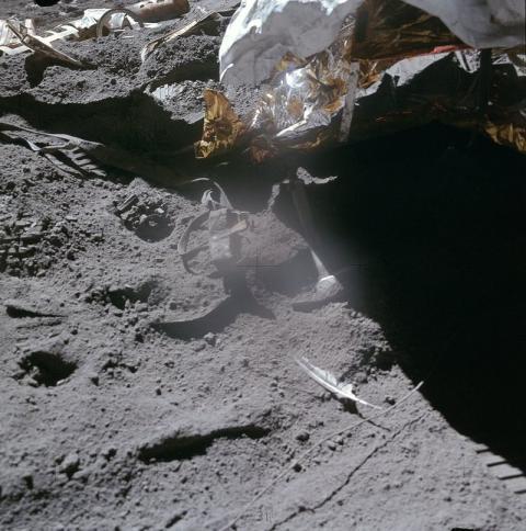 pluma y martillo en la Luna