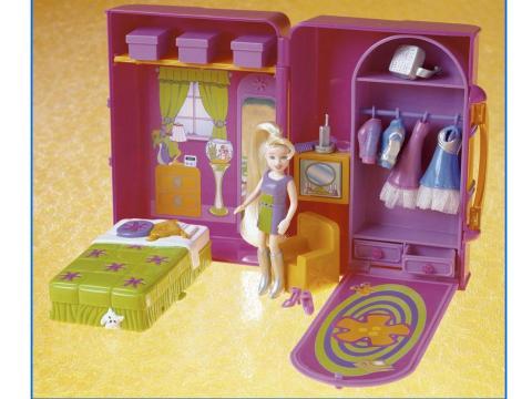 Muñeca Polly Pocket y accesorios.