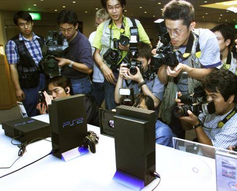 Fotografía de la presentación de la PlayStation 2.