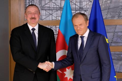 El presidente azerí, Ilham Aliyev, y el del Consejo Europeo, Donald Tusk