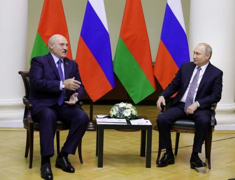 El presidente bielorruso, Aleksandr Lukashenko, y su homólogo ruso Vladimir Putin