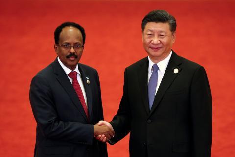 El presidente de Somalia, Mohamed Abdullahi Mohamed, con su homólogo chino, Xi Jinping