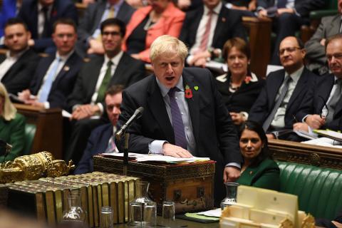 El primer ministro británico Boris Johnson habla ante el Parlamento británico