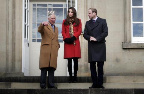 El Príncipe Carlos, el Príncipe William y Kate Middleton en Dumfries House, donde se decía que estaban las pinturas falsificadas.
