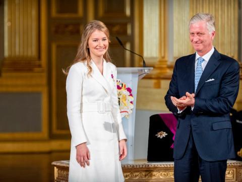 El rey Felipe de Bélgica y la princesa Isabel de Bélgica durante la celebración de su cumpleaños número 18 en octubre.