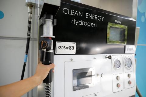 Puesto de carga de hidrógeno en una gasolinera de Seúl (Corea del sur).