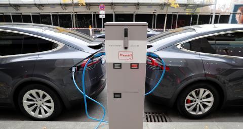 Punto de carga para dos coches eléctricos.