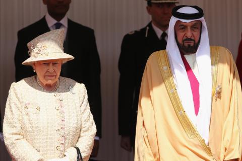 La reina Isabel II de Reino Unido y el presidente de los Emiratos Árabes, Jalifa bin Zayed al Nahayan