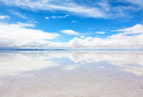 Las salinas de Bolivia parecen pertenecer a un planeta diferente.
