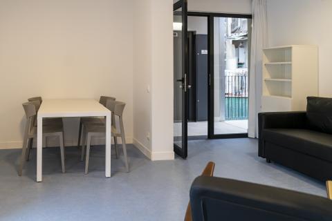 Uno de los salones del edificio de Alojamientos de Proximidad Provisionales (APROP).
