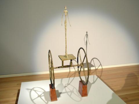 """La escultura """"Carroza"""" de Alberto Giacometti."""