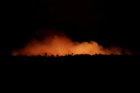 Oleadas de humo durante un incendio en una zona de la selva amazónica cerca de Humaita en Brasil el 17 de agosto.