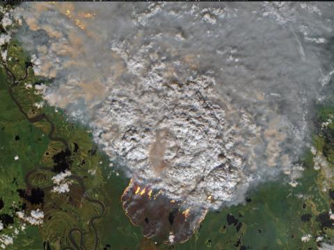 Los incendios forestales se desataronn cerca de Batagay, en el distrito de la República Sakha de Rusia, el 11 de junio de 2019.