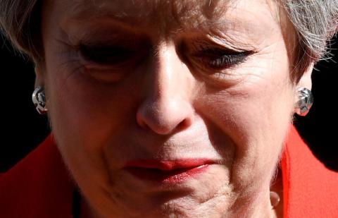 Theresa May anuncia que dejará el cargo de Primera Ministra del Reino Unido en la puerta de Downing Street en Londres el 24 de mayo.