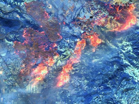 Imagen satelital infrarroja de onda corta del incendio de Kincade cerca de Healdsburg, California, 27 de octubre de 2019.