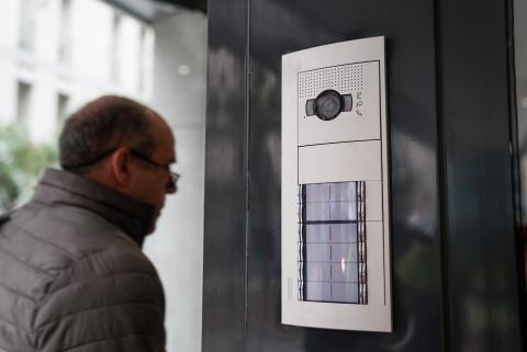 Videoportero del edificio de Alojamientos de Proximidad Provisionales (APROP).