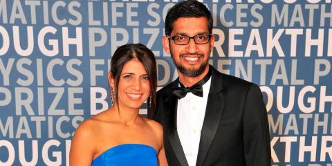 Sundar Pichai con su pareja.