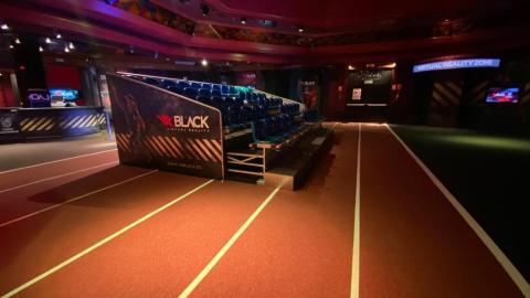 La zona de VR Black también tiene un enorme escenario para competiciones de e-sports, pero todavía no lo han abierto