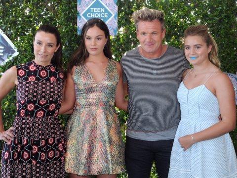 Gordon Ramsay con su esposa Tana Ramsay y sus hijas Megan y Holly.