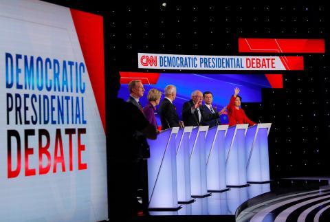 6 aspirantes a la nominación demócrata participan en un debate de la CNN