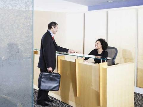 6. Cómo tratas a la recepcionista o al resto del personal