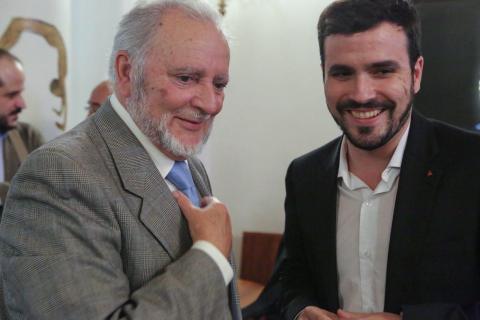 Alberto Garzón y Julio Anguita durante la campaña de 2015.