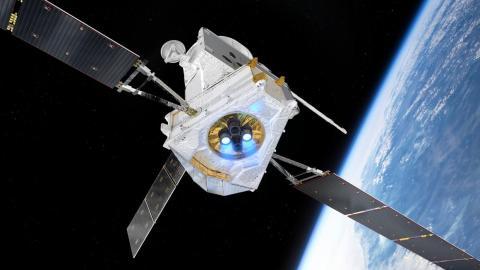 Una impresión artística de la nave espacial BepiColombo volando sobre la Tierra.