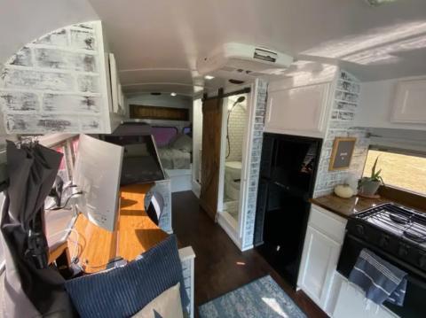 Los cajones del armario se pueden asegurar mientras se conduce