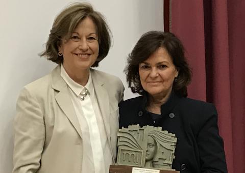 Carmen Romero y Carmen Calvo en una entrega de premios.