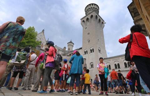 El castillo alemán de Neuschwanstein parece que pertenece a un cuento de hadas, por eso no dejan de llegar turistas