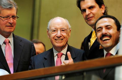 En el centro de la imagen, Alberto Bailleres, presidente del Grupo BAL