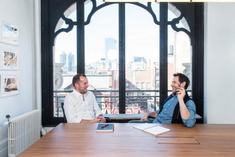 El CEO de Reserve, Greg Hong, y el cofundador y CEO de Resy Ben Leventhal.