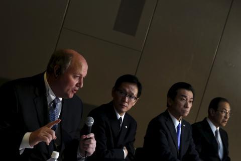 Danny Roderick, CEO de Westinghouse dando explicaciones sobre las pérdidas de su empresa, 2005.
